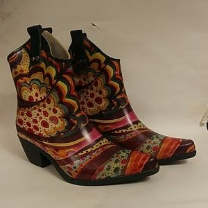 Rubber cowboy style ankle boots 8